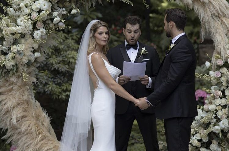 Ashley Greene is Officially Married (and Robert Pattinson Attended ...